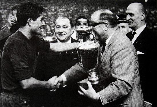 Olivella recibiendo la Europa de 1964