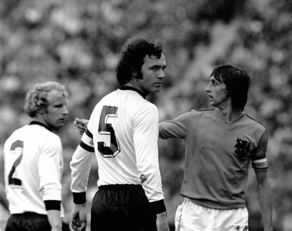 Franz Beckenbauer y Johan Cruyff los hombres que dominaron el fútbol europeo en los 70