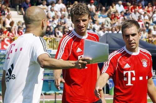 Guardiola junto a Thomas Muller y Phillip Lahm