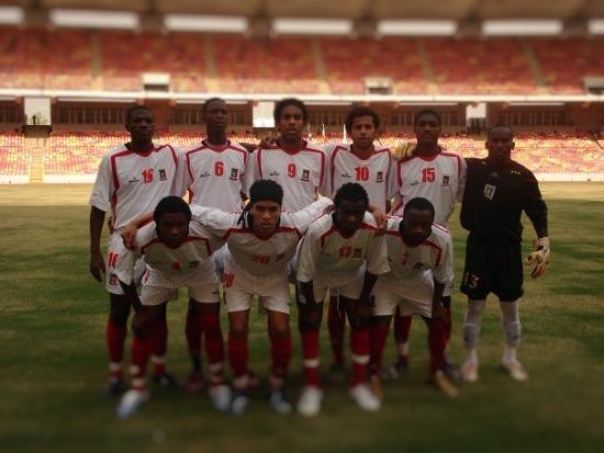 Alberto Owono con el número 10 en un partido con la selección de Guinea