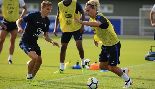 Griezmann entrenando con Francia