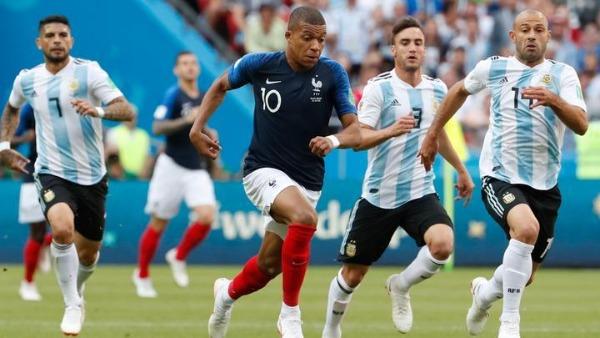 Mbappé compitiendo contra Argentina
